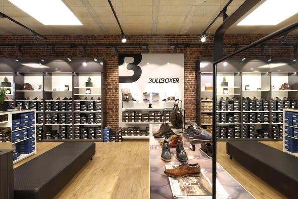 Ladenbau Bei Schuhwerk Durch J 252 Ngst Ladenbau